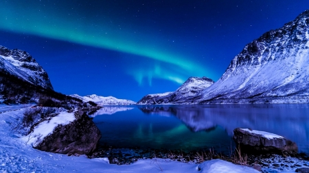 Aurora Borealis - snow, mountains, aurora, nature, lake, winter