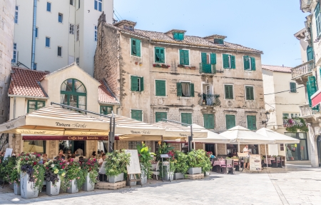 Cafes and shops - architecture, photography, cafe, plazza, houses, HD, mediterrnean