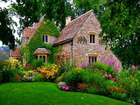 English House Garden , Flowers \u0026 Nature Background