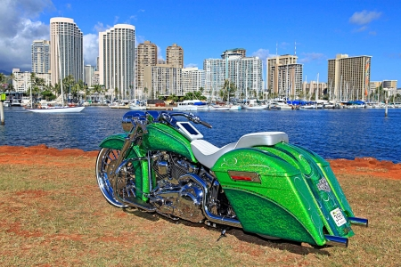 Custom-Softail-Deluxe - HD, Bike, Green, Chrome