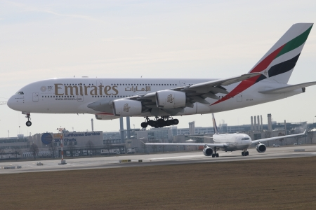Emirates A 388 - touchdown, Planes, Airbus, A 388