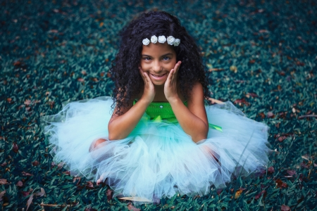 Little girl - sweet, sightly, kid, fair, nice, green, wallpaper, people, hand, child, Belle, bonny, comely, pure, black, smile, fun, baby, sit, girl, barefoot, princess, curly, pretty, grass, adorable, beauty, face, lovely, cute, out, Hair, little, DesktopNexus, beautiful, dainty, photography, pink, childhood
