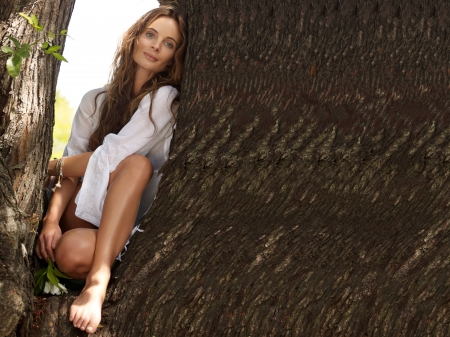 Gabrielle Anwar - beautiful, 2018, shirt, legs, model, Anwar, Gabrielle Anwar, tree, actress, wallpaper, Gabrielle, foot