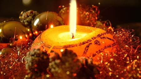 Glow of Candle - pine cones, Christmas, candle, gold, flame, holiday, amber, lights, Firefox theme