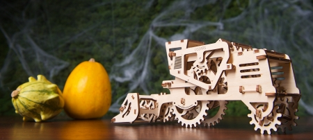 Ugears Combine Harvester - games, puzzle, mechanicaltoys, educationalgames, harvester, ugearsmodels, ugears, combineharvester, mechanicalmodels, 3dmechanicalmodels, toys, gifts