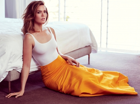 Mandy Moore - model, Mandy, skirt, Mandy Moore, beautiful, singer, bed, 2019, actress, wallpaper, hot, Moore, top