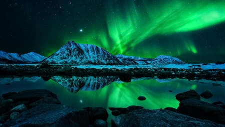 Green Aurora Borealis Reflection - stars, northern lights, snow, mountains, gren, reflection, Nature, winter