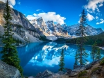 Moraine Lake (Valley of the Ten Peaks, Canada)