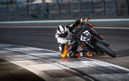 KTM 1290 Super Duke - motorcycles, race track, vehicles, KTM 1290 Super Duke
