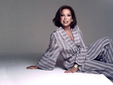 Mary Tyler Moore - wallpaper, beautiful, Moore, Mary Tyler Moore, Mary, dancer, suit, model, 2019, actress