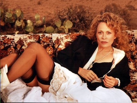 Faye Dunaway - Dunaway, beautiful, Faye, suit, model, Faye Dunaway, legs, 2019, stockings, actress, wallpaper, hot
