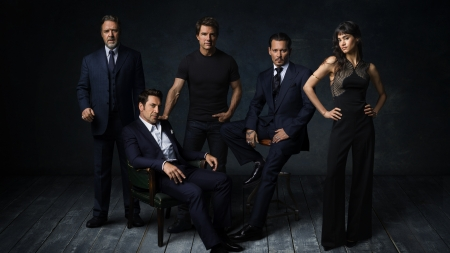 Dark Universe - man, woman, dark universe, actor, tom cruise, russell crowe, girl, actress, javier bardem, johnny depp, sofia boutella