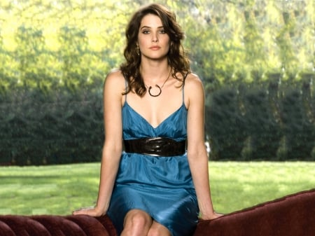 Smulders hot cobie Playing Favorites