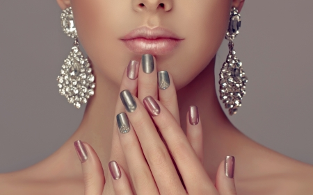 ♥ - manicure, earrings, hand, jewel, face, silver, lips, nails
