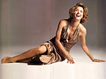 Tea Leoni - tea, Leoni, dress, model, legs, Tea Leoni, beautiful, smile, sexy, 2019, actress, wallpaper, foot