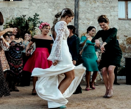 Bride Dancing - Friends, White, Dancing, Bride, Brunette