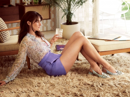 Shailene Woodley - legs, model, Shailene, skirt, beautiful, blouse, carpet, actress, Woodley, wallpaper, 2020, hot, Shailene Woodley, shoes