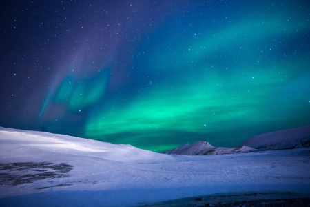 Nordic Lights - cosmic, magnetic, photography, solar, green, beauty, nature, night, blue, pretty, borealis, lights, Nordic, aurora, wind, winter, 4K, snow, northern