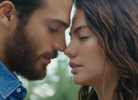 Erkenci Kus (2018–2019) - can, Can Yaman, actor, kiss, couple, Demet Ozdemir, sanem, man, actress, girl, tv series, face