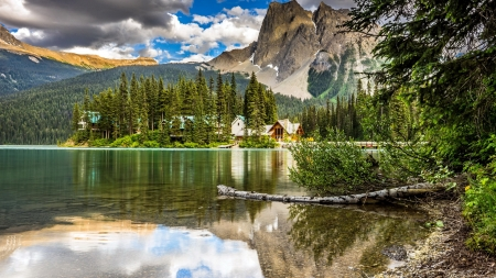 Emerald Lake Lodge - serenity, lodge, national park, reflection, Yoho, lake, rocks, emerald, beautiful, mountain
