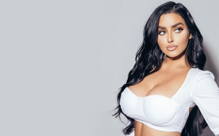 Abigail Ratchford - models, Abigail Ratchford, cleavage, brunette, close up, simple background
