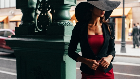 Daria Shy - Model, Blazer, Hat, Outdoors