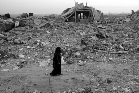 Gaza - black and white, very sad, liberty, kid, waiting peace, photography, pain, separation, adversity, hand, child, war, humanity, sadness, gaza, black, bombing, freedom, peace, unhappiness, wall, politique skz, israel, palestine, alone, not cool, sad