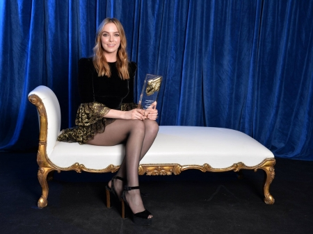 Jodie Comer - legs, model, curtains, beautiful, smile, Comer, stockings, actress, pantyhose, wallpaper, settee, 2020, Jodie, dress, award, Jodie Comer, English, sexy, heels