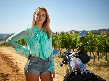 Jodie Comer - shirt, Jodie Comer, English, model, vineyards, closeup, beautiful, Comer, moto guzi, motorcycle, actress, shorts, wallpaper, 2020, hot, Jodie