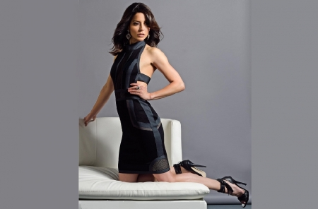 Emmanuelle Vaugier - brunette, black heels, jewelry, black dress