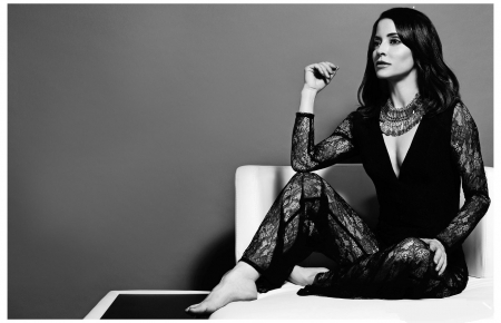 Emmanuelle Vaugier - black, brunette, lace outfit, black and white photo, jewelry