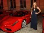 Ellen Hollman with three Ferrari's