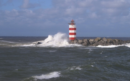 Lighthouse and Wave - rocks, splash, wave, lighthouse, sea