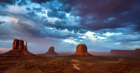 Monument Valley Utah - rocks, Utah Arizona border, Monument Valley, sand stone buttes, desert, Navajo Tribal Park, sky, clouds, nature