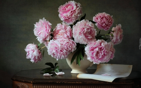 Peonies - table, vase, bouquet, peonies, pink