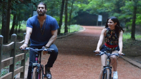 Erkenci Kus - bike, afis, actor, couple, poster, Demet Ozdemir, Can Yanan, erkenci kus, tv series, turkish, Can Yaman