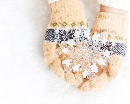 Winter Love - hand, gloves, snow, winter