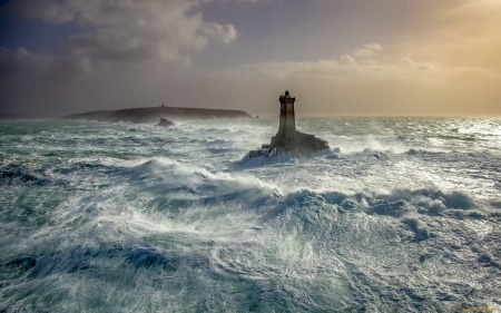 Lighthouse in Storm - splash, waves, sea, lighthouse, storm