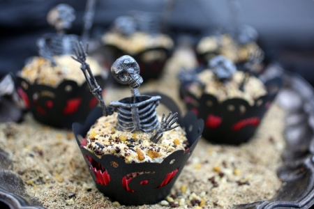 Halloween cupcakes - skeleton, sweet, halloween, cupcake, food, dessert