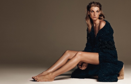 Angela Lindvall - bare feet, sitting, brunette, blode highlights, blue bedroom robe