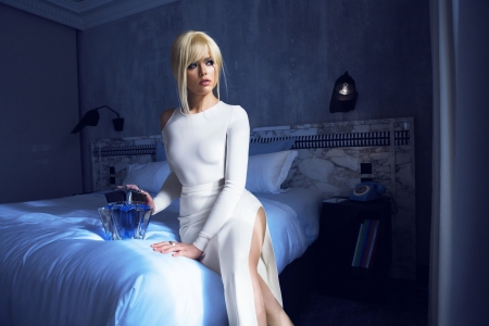 Big Perfume - White, Bed, Model, Beauty