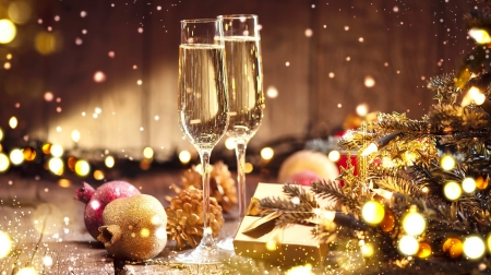Holiday lights - decoration, glasses, new year, champagne, sparkles, happy, lights, holiday, golden, cheers