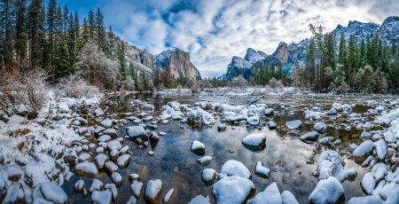 Yosemite NP in winter - mountain, Yosemite, stones, snow, national park, beautiful, river, winter, cliffs