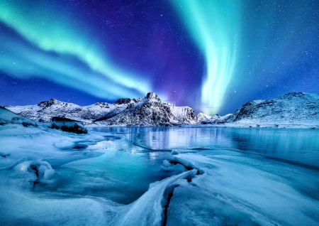 Aurora Borealis - aurora borealis, reflection, night, frost, lake, north, beautiful, sky, snow, polar, ice