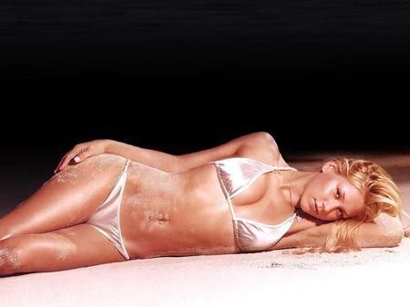 Bikini-Girls--40 - bikini-girls--40, bikini, sand, russian, anna kournikova