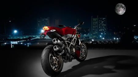 ducati-streetfigther - cool, motorcycle, vehicles, hot, ducati-streetfigther