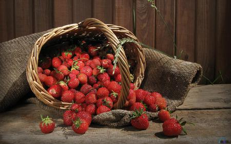 strawberries - fruit, red, delicious, brown, strawberry basket, nature, beautiful, wood
