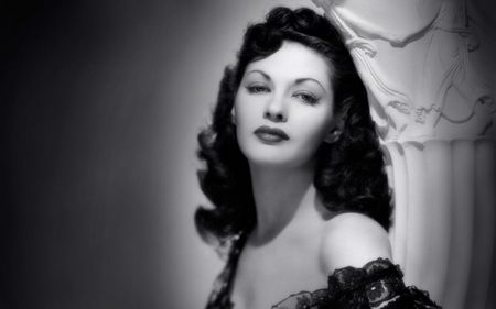 Yvonne De Carlo wallpaper