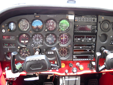 Cessna 172 Instrument Panel - Private Planes & Aircraft