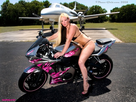 Hot babe n Bike - hayabusa, sports bike, babe, model, r6, yamaha, r1, chick, sexy, plane, hot, pink